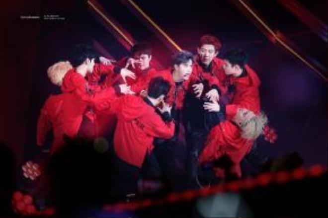 EXO đang ngày càng cải thiện kỹ năng hát live của mình.