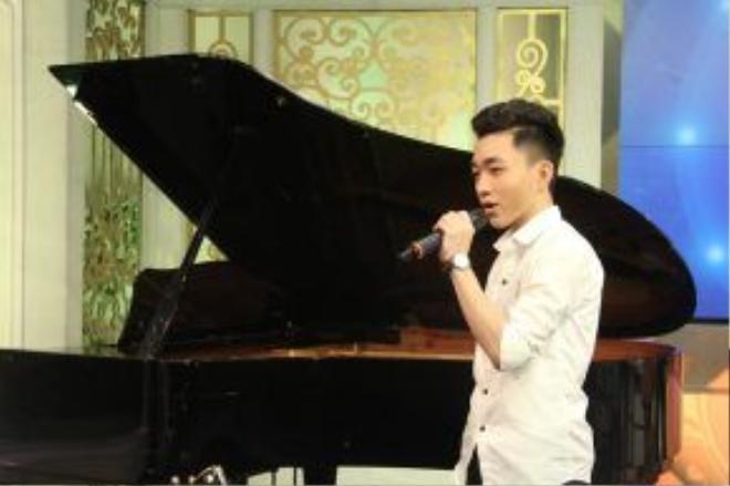 Trước sự hào hứng của khán giả, Trung Quang gửi tặng khán giả hàng loạt ca khúc ấn tượng tại Thần tượng Bolero.