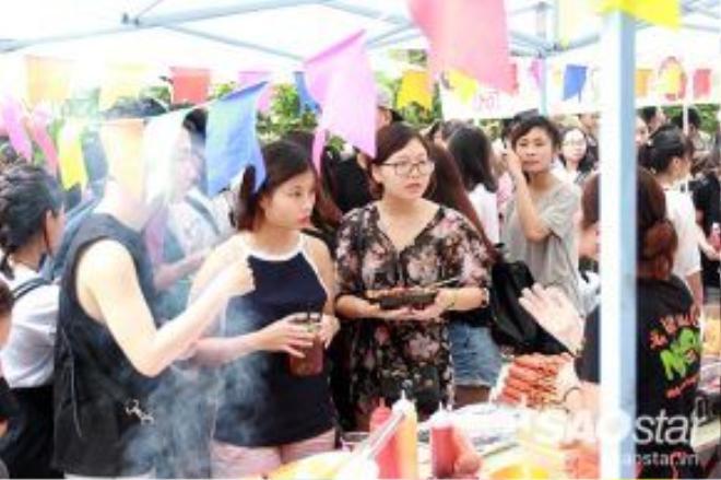 Những món như khoai tây chiên, bạch tuộc viên, cá viên được bán với giá 15.000 đồng.