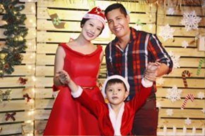 Hiện Thanh Thúy đang có cuộc sống được nhiều người mơ ước bên chồng - đạo diễn Đức Thịnh cùng con trai.