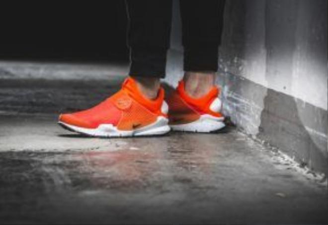 Nike Sock Dart Total Crimson.
