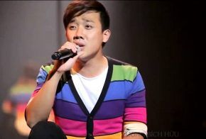 Trấn Thành làm chủ rất tốt nhịp, phách trong ca khúc hit của Khắc Việt.