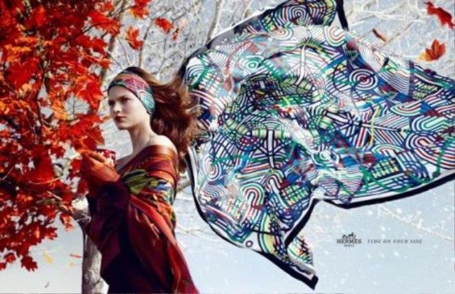 12 kiến thức fashionista nào cũng muốn biết về khăn lụa Hermès ảnh 4