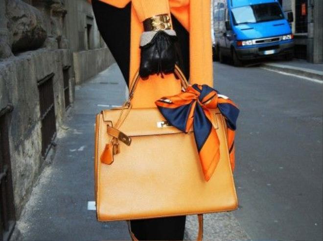 12 kiến thức fashionista nào cũng muốn biết về khăn lụa Hermès ảnh 1