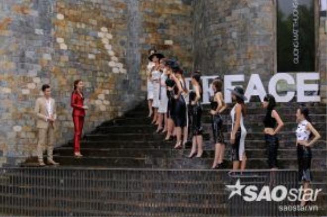 Thử thách catwalk với trang phục bó sát do HLV Phạm Hương là người đứng ra thị phạm và lựa chọn người chiến thắng.