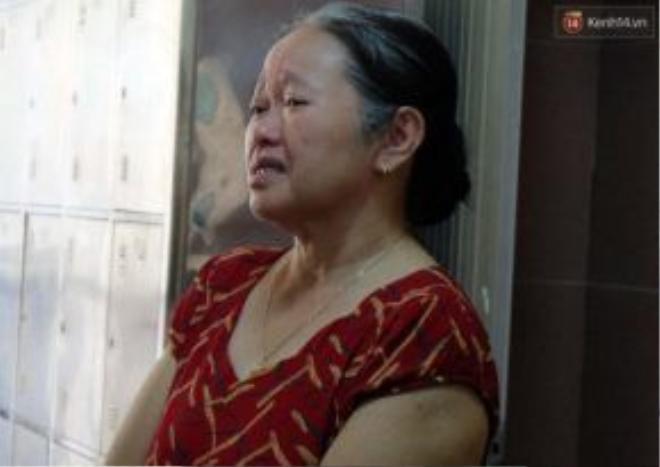Bà Lan bật khóc khi nghĩ đến con gái.
