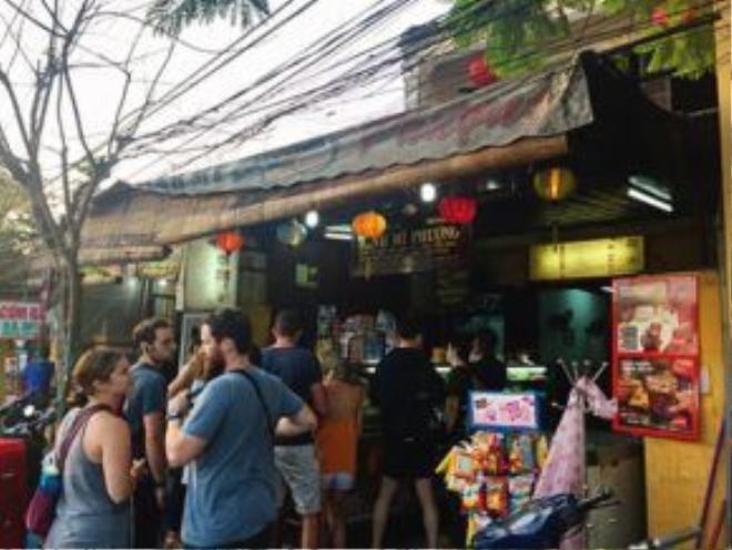 Bánh mì Phượng (số 2B Phan Châu Trinh) cũng là địa chỉ được nhiều du khách tìm đến khi ghé thăm Hội An.