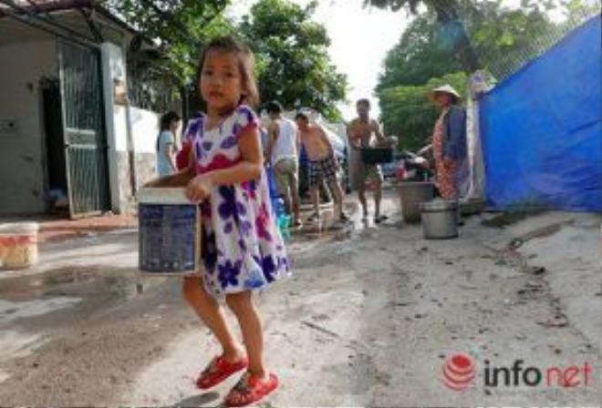 Tuy nhiên, ông Chai và người dân sống quanh khu vực trên cũng đều mong muốn tình trạng bị cắt nước sẽ sớm được khắc phục vì việc mỗi buổi chiều phải đứng xếp hàng chờ lấy nước sẽ rất mệt mỏi, đặc biệt dưới thời tiết nắng nóng của mùa hè.