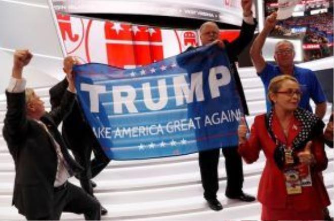 Nhóm ủng hộ tỷ phú Trump tại nơi diễn ra đại hội đảng Cộng hòa. Ảnh: Reuters