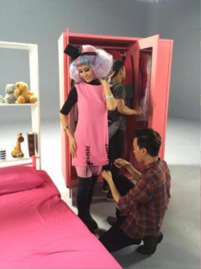 Anh từng hợp tác xây dựng hình ảnh cho nữ ca sĩ Đông Nhi trong MV Pink Girl.