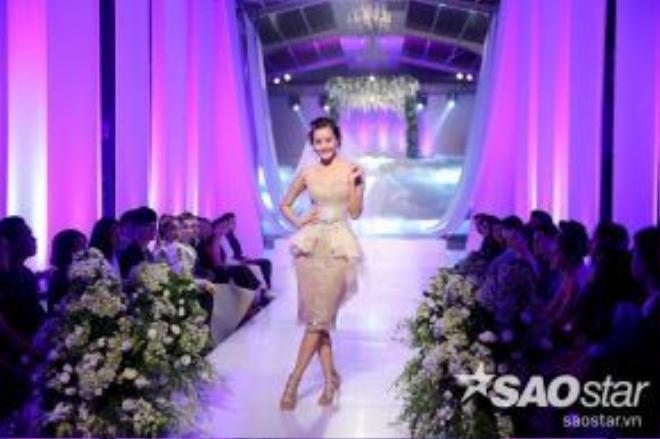 Mẫu váy cưới Peplum chính là trang phục nhằm tôn lên những đường nét gợi cảm trên cơ thể của người đẹp Kim Chi.