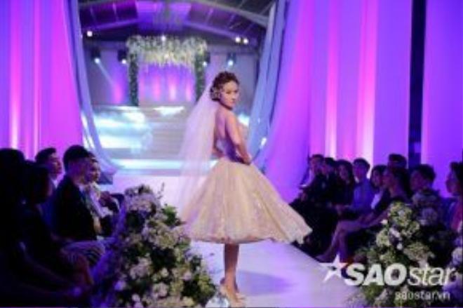 Mẫu váy cưới Tea-length được xem như trang phục đẹp nhất của cô nàng từ đầu đến giờ.