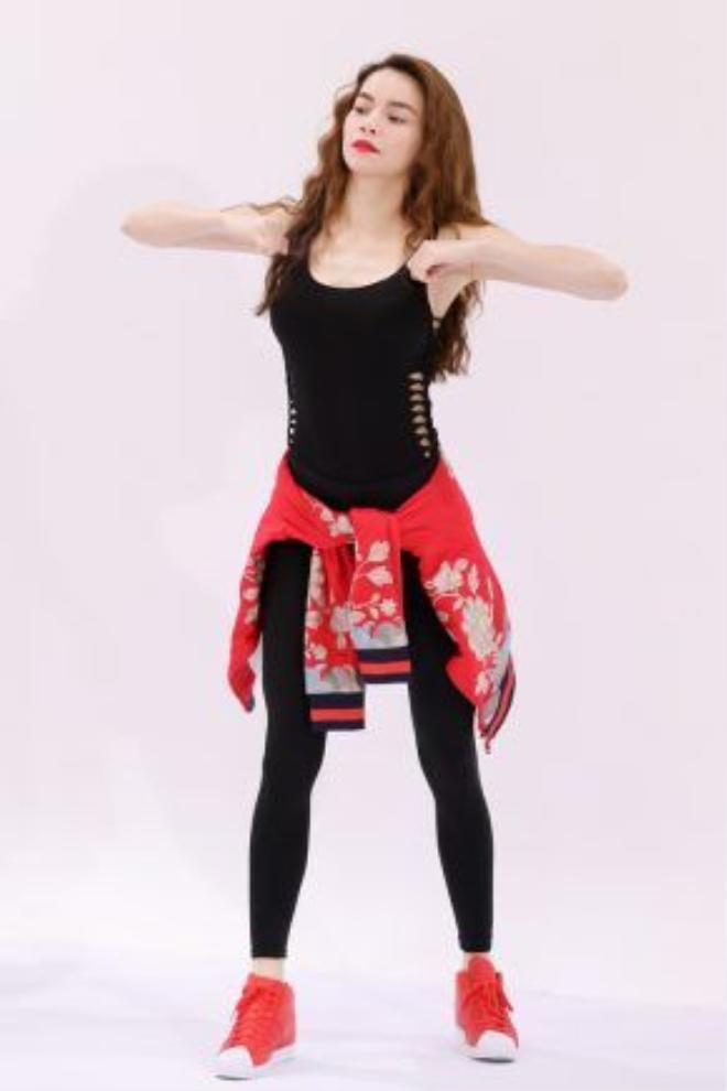 Hồ Ngọc Hà yêu cầu các cô gái phải thể hiện rõ tinh thần thể thao trong từng động tác cũng như giữ được thần thái trên khuôn mặt trong từng shoot hình.
