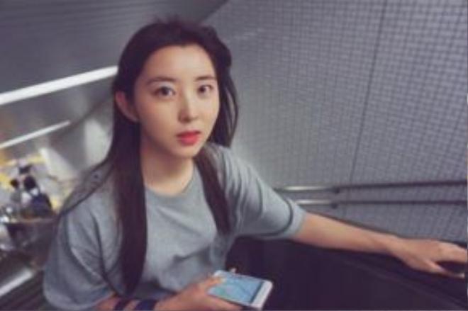 Hiện người đẹp sinh năm 1994 đang tìm kiếm một công ty chủ quản mới sau khi kết thúc hợp đồng với Cube Entertainment.