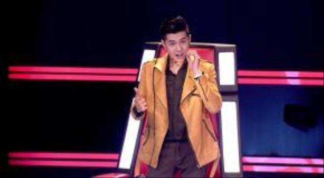 Noo Phước Thịnh tìm đủ mọi cách để chiêu dụ cậu bé vì giọng hát quá thuyết phục anh.