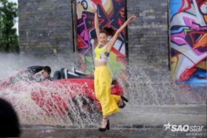 Lilly Nguyễn cùng những bước nhảy mạnh mẽ và khỏe khắn khi vượt qua thử thách trong tập 8 The Face Việt Nam.