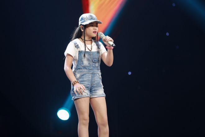 Thí sinh Nguyễn Thị Như Quỳnh không những gây ấn tượng với 2 lọn tóc tết khá cá tính, cô bé còn kết hợp chiếc mũ lưỡi trai vô cùng ngầu.