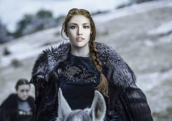 Lan Khuê như là người lãnh đạo của gia tộc Stark – vốn được biết đến là những người chính trực, tài giỏi và được nhiều thần dân ủng hộ, song lại không có kết cục tốt đẹp.