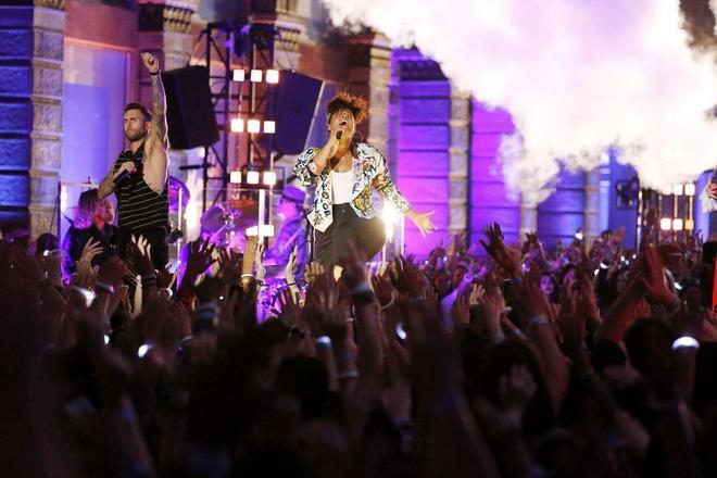 Alicia Keys khiến sân khấu bùng nổ với giọng ca khủng của mình
