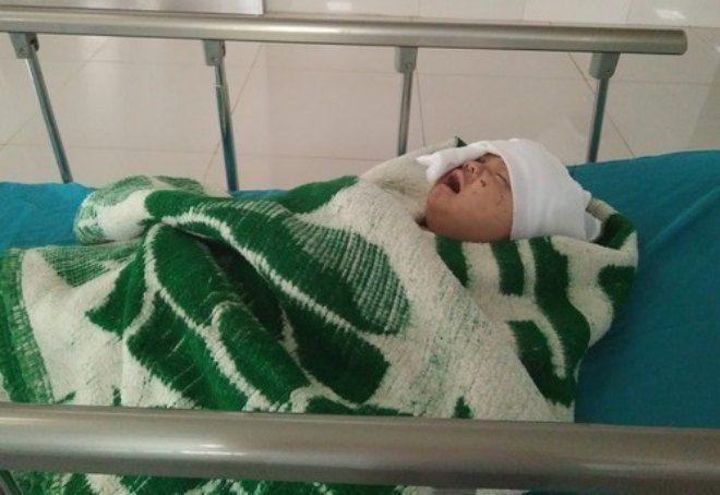 Bé trai 4 tháng tuổi sống sót sau tai nạn.