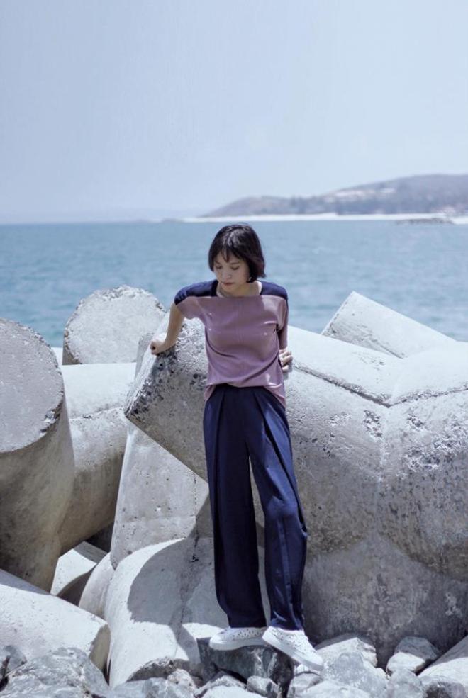 Các stylist Việt biến hóa trang phục thế nào chỉ với một signature item ảnh 8