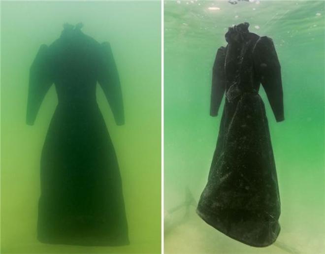 """Chiếc áo choàng này sẽ """"tiến hóa"""" thành thứ gì sau 2 năm ngâm trong nước của Biển Chết? (Ảnh: Bored Panda)"""