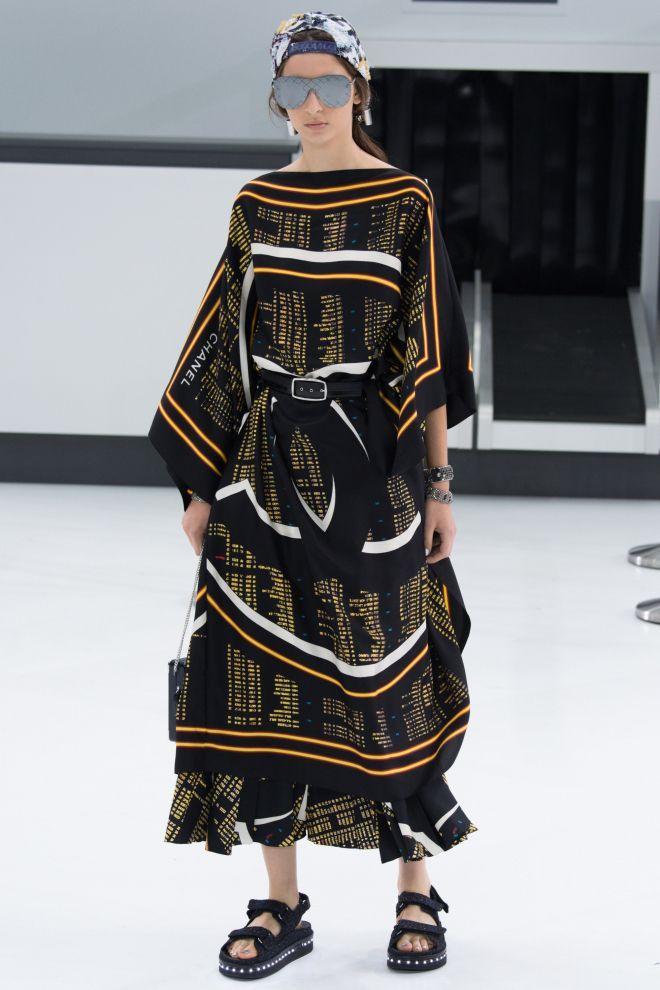 Chiếc váy nằm trong BST Chanel Spring 201 ready to wear, có giá không dưới 100 triệu đồng.