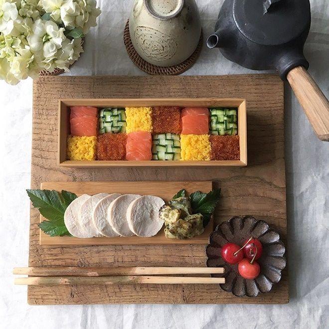 Một tác phẩm cầu kỳ và đẹp mắt của sushi mosaic.
