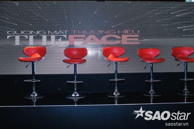Hàng ghế HLV lần này xuất hiện 5 thành viên?