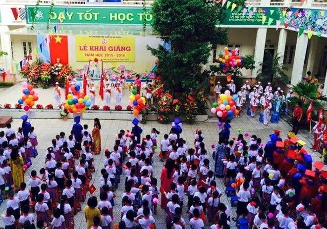 Sân trường ngày Khai giảng