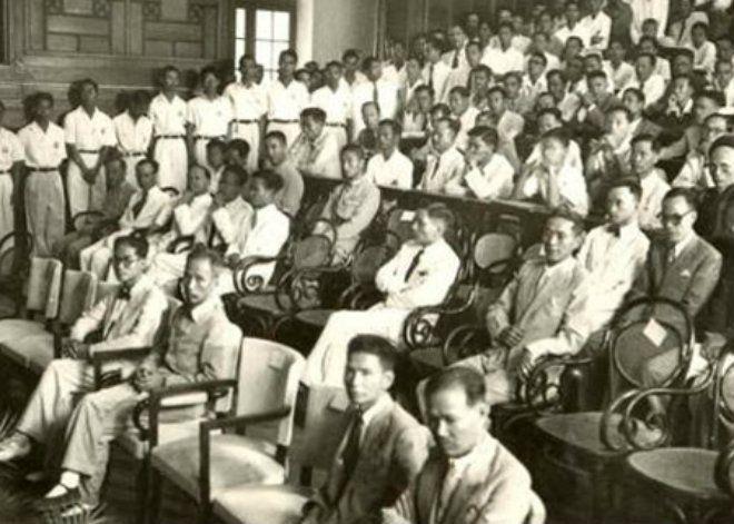 Lễ khai giảng của Đại học Quốc gia Việt nam vào năm 1945. Đây cũng là lễ khai giảng đầu tiên của nước Việt nam độc lập, có sự tham dự của Chủ tịch Hồ Chí Minh.