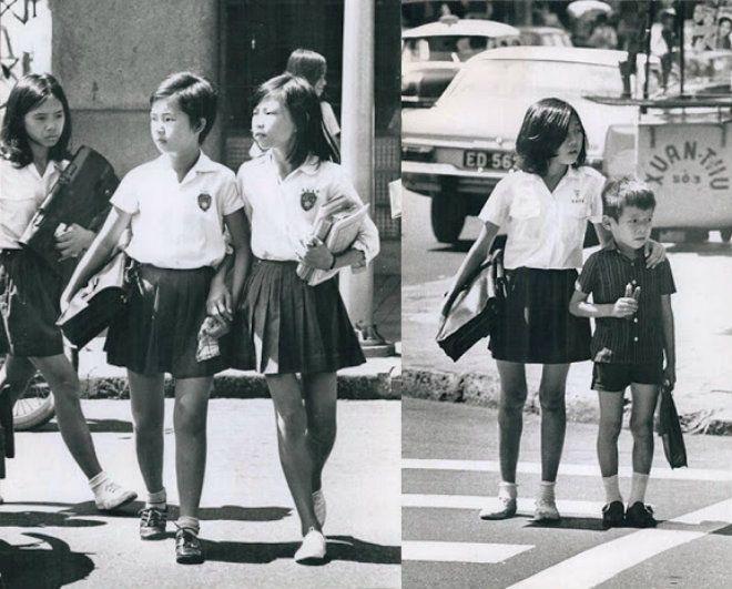 Học sinh Tiểu học tại miền Nam trước 1975 trên đường đến trường trong ngày khai giảng.