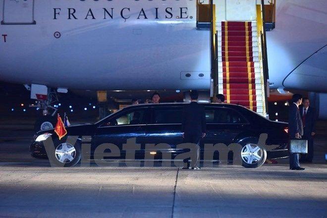 Tháp tùng tổng thống Francois Hollande trong chuyến công du lần này có Quốc vụ khanh phụ trách về Phát triển & Pháp ngữ André Vallini và Quốc vụ khanh phụ trách Thương mại Martine Pinville. Ảnh: Vietnam+.