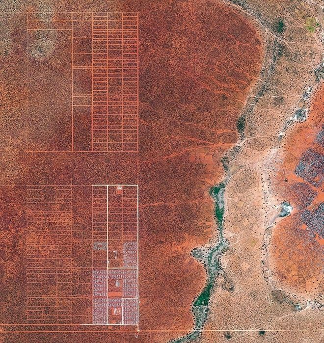 Để đối phó với tình trạng người Somali kéo đến trại tị nạn Dadaab, Liên Hợp Quốc bắt đầu di dời người đến nơi mới có tên gọi LFO. Tổng số người tị nạn ở Dadaab là 400.000 người.
