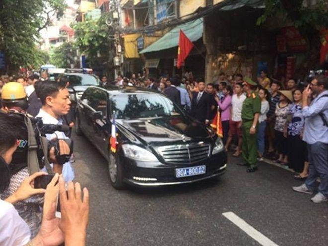 Xe chở Tổng thống Pháp Francois Hollande. Ảnh: Văn Việt.