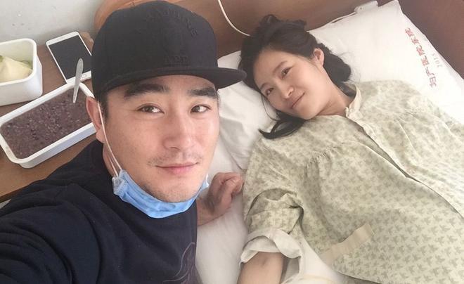 Phàn Hạo Luân từng khoe ảnh Lương Kính Khả khi vừa sinh con.