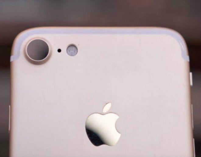 Một hình ảnh được cho là giống iPhone 7 trong thực tế đang lan truyền trên mạng.