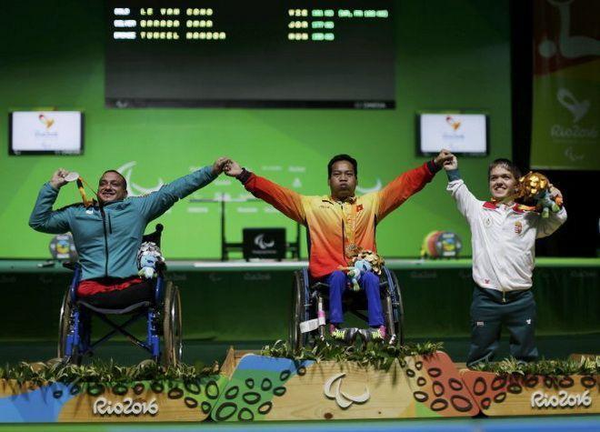 Lê Văn Công phá kỉ lục, giành HCV đầu tiên tại Paralympic Rio 2016 ảnh 1