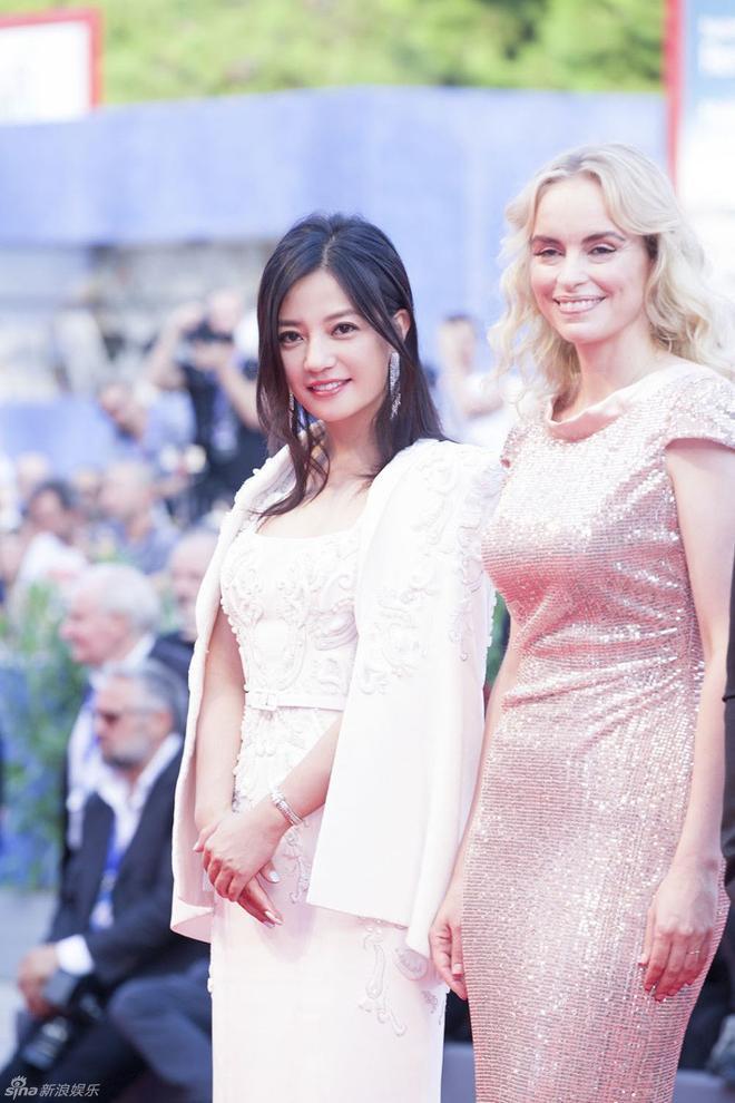 Triệu Vy và nữ diễn viên người Đức Nina Hoss.
