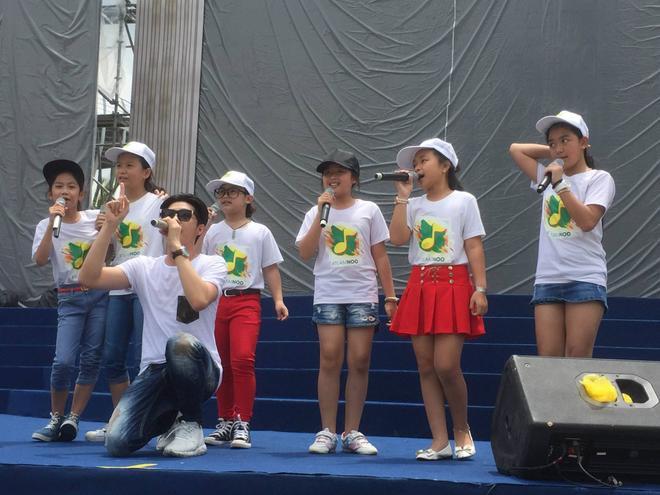 Các học trò của Noo Phước Thịnh luyện tập chuẩn bị cho đêm diễn.