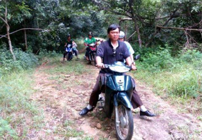 Nhiều lực lượng lên núi Dinh tìm kiếm trực thăng. Ảnh VNE.