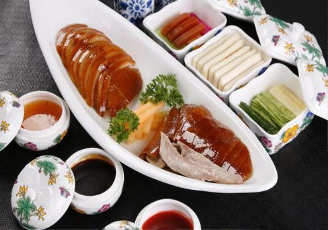Nhiều nhà hàng sẽ phục vụ thực khách phần thịt vịt và da riêng. Ảnh: China.