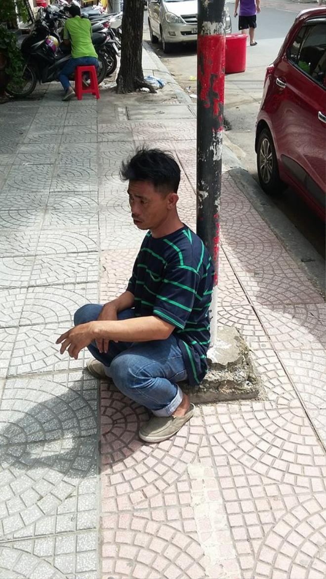 Anh Ân thẫn thờ khi bị mất đồ nghề