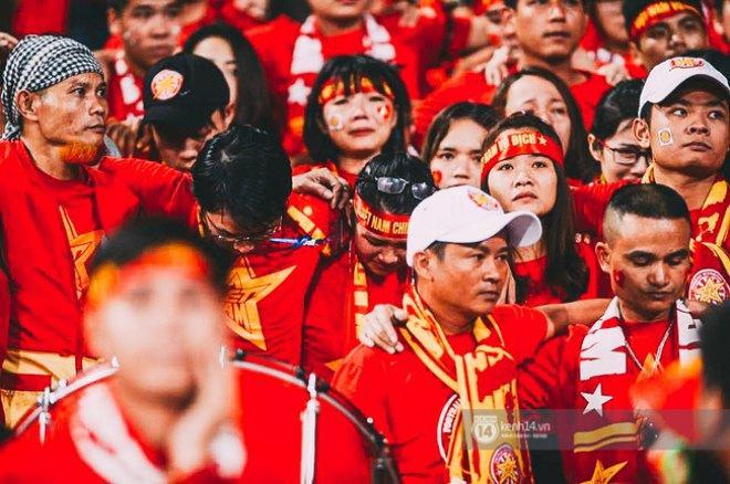 Việc bị loại khỏi AFF Cup 2016 khiến giấc mơ lần thứ 2 vô địch của tuyển Việt Nam đã không thể trở thành sự thật. Tuy nhiên, có thể khẳng định rằng, HLV Hữu Thắng và các học trò đã thực sự chiếm được tình cảm lớn lao của người hâm mộ bóng đá nước nhà.