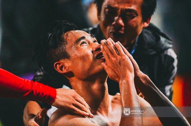 """Bàn thắng """"vàng"""" của Vũ Minh Tuấn khiến bản thân anh và các đồng đội vỡ òa trong cảm xúc."""