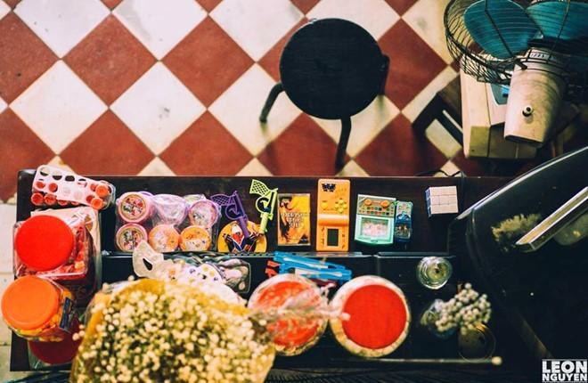 Đi cà phê với bạn bè: Bạn có thể tìm thấy mọi loại hình quán cà phê ở TP.HCM. Nếu thích thiên nhiên, bạn có thể tìm đến Trầm, Du Miên, Pagola, Nến… Ảnh: LeonNguyen.