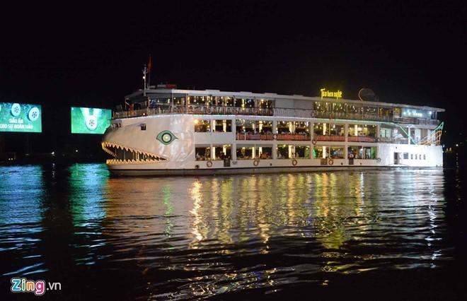 Đi tàu trên sông: Hiện có hai dạng tàu du lịch trên sông tại TP.HCM là đi ca nô ngắm cảnh hay nhà hàng tàu. Ảnh: Lê Quân.