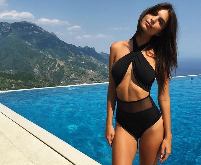 Siêu mẫu Mỹ sở hữu thân hình đẹp với số đo 3 vòng 89 - 61 - 87. Cô cũng là người mở màn trào lưu Ab Crack (bụng một khe) từng rất hot trên Instagram.