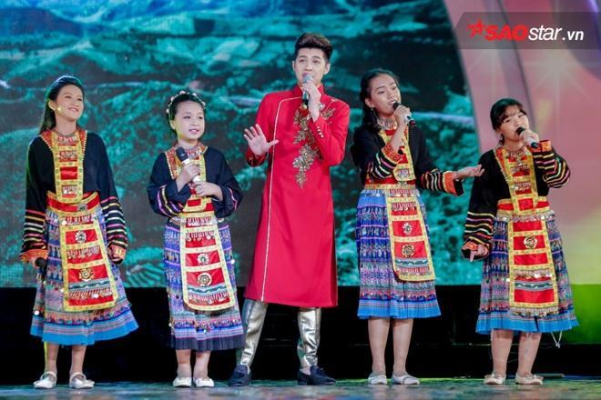 """Nhận lời mời tham gia chương trình đầy ý nghĩa, Noo Phước Thịnh đã quyết định """"rủ rê"""" thêm 4 cô học trò ở TP. HCM của mình."""