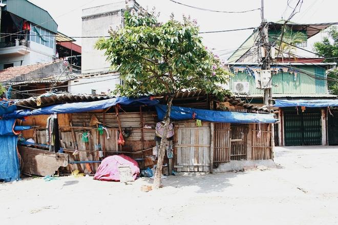 Phòng trọ ổ chuột hầm hập trong cái nóng thiêu đốt đến 40 độ C ở Hà Nội ảnh 2